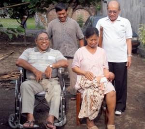 Para romo praja KAS yang sudah pensiun dalam sebuah kunjungan umat by Komsos KAS