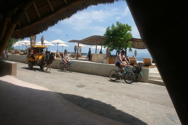 Gili Trawangan naik cikar dan sepeda