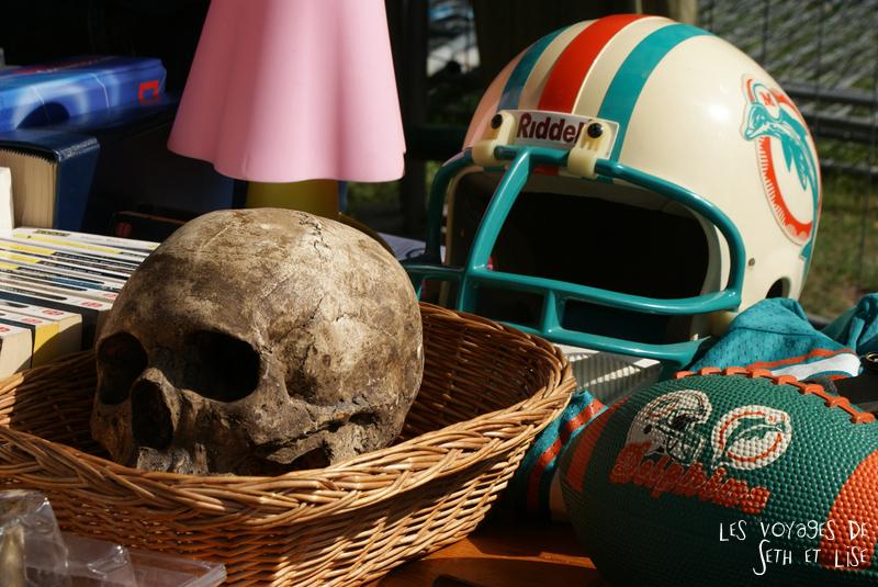 braderie lille france voyage travel organisation brocante tourisme tourism skull helmet crane panier stand