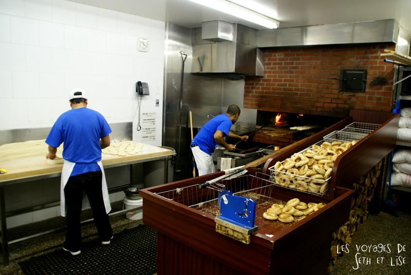 blog voyage canada pvt montreal mile end insolite bagel viateur boulangerie boulanger four
