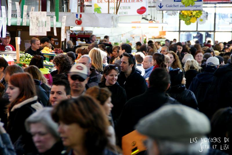 blog pvt canada montreal pvtistes couple tour du monde voyage foule marché jean talon petite italie