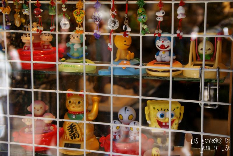 blog pvt canada montreal couple voyage vitrine chinatown bibelot kawaii