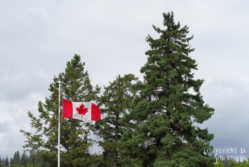 blog pvt pvtiste voyage photo photographie couple tour du monde canada japser rockies alberta rocky mountain vintage ville urban drapeau flag