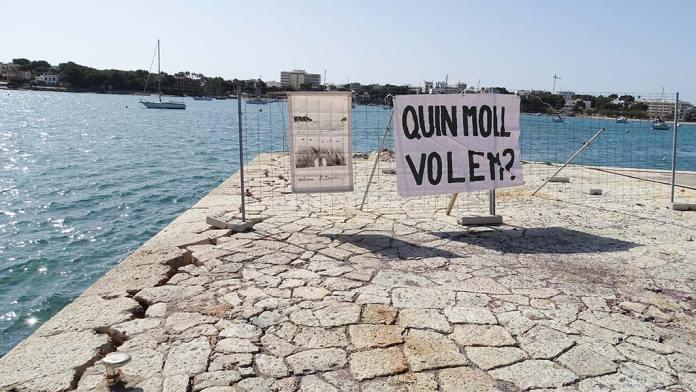 Una de les pancartes de la mobilització ciutadana, amb el crui al moll
