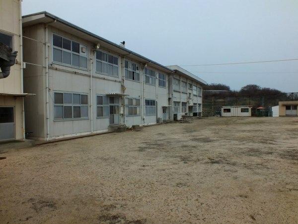 Ogijima School yard
