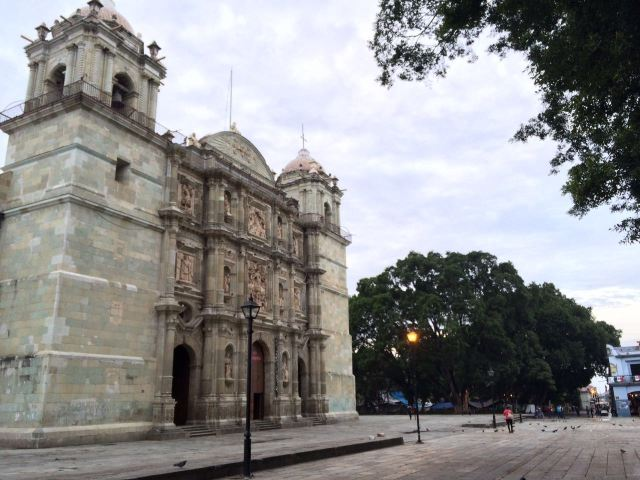 Sin incidentes realizan operativo de retiro de ambulantes del zócalo de Oaxaca