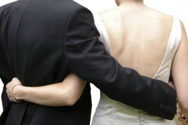 Hombre de 68 años se casa con su nieta sin saberlo