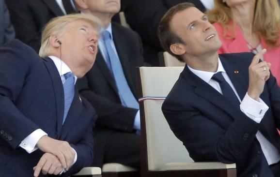 A ritmo de Daft Punk un Macron sonriente y un Trump serio