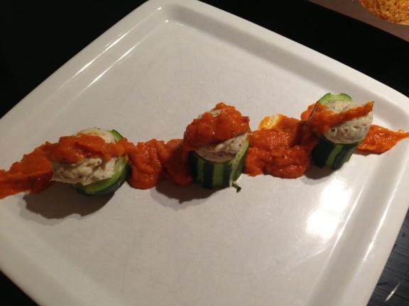 Tonnelet de courhettes cuit vapeur et farce de poulet à la coriandre,concassés de tomates (1)