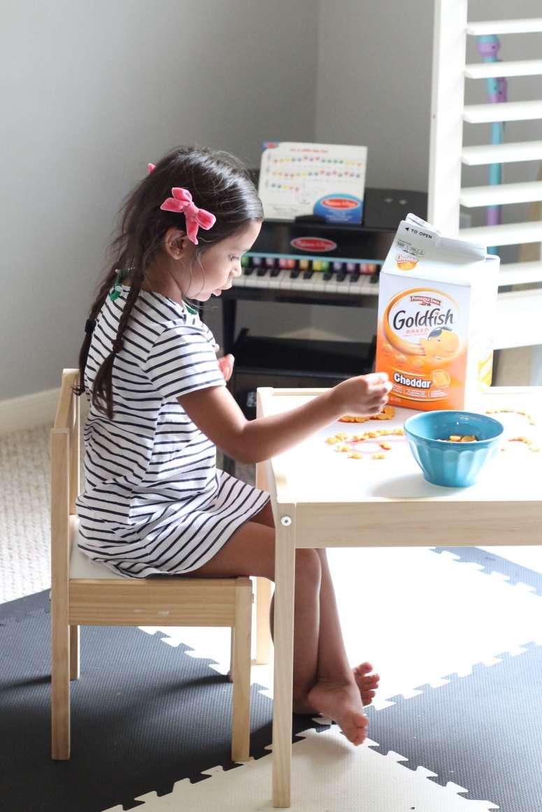 Preschool Goldfish activity. Letter recognition activity that your preschooler will eat up!