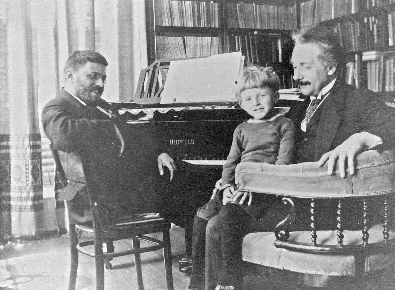 Einstein in 1920 with Paul Ehrenfest