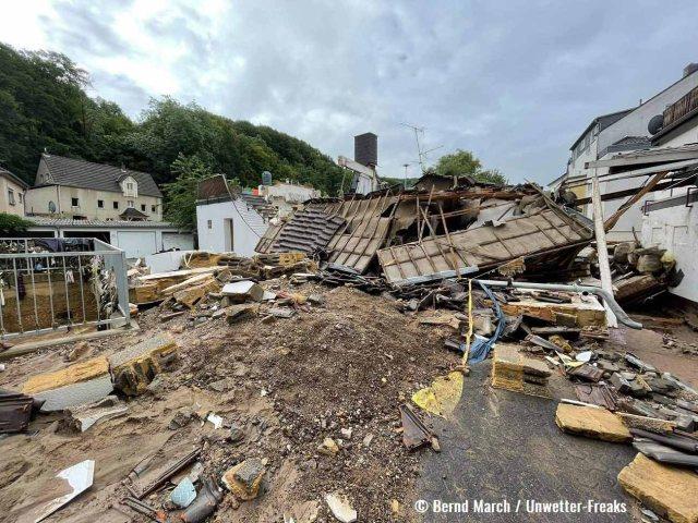 destructive-flooding-germany-belgium-collapse-buildings
