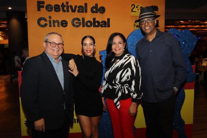 Alfonso Quiñones, Judith Rodríguez, Adalgisa Pantaleón y Julián Fernández en la presentación de Dossier de Ausencias Elenco y director