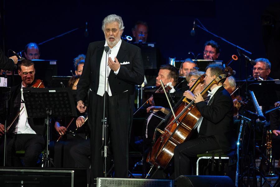 España cancela el primer concierto de Domingo tras asumir su responsabilidad