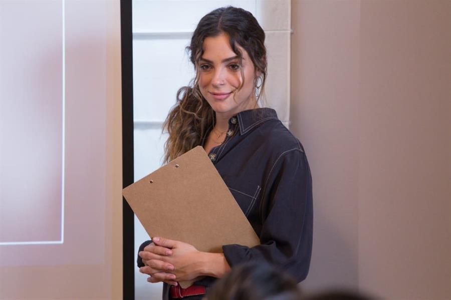 otografía cedida por Amazon de la actriz Paulina Dávila en una escena de la serie