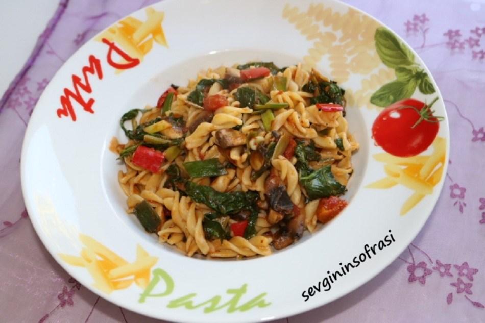 Sebzeli Domates Soslu İtalyan Makarnası