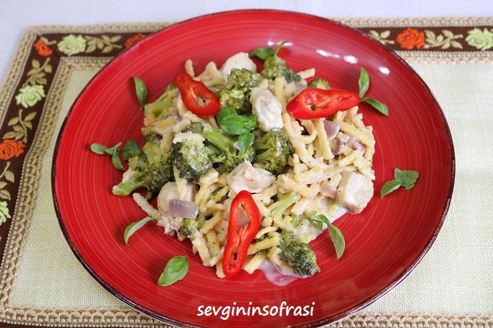 Brokolili Tavuklu Erişte Makarnası