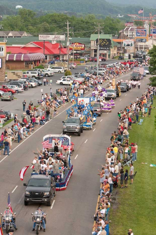 Dolly's Homecoming Parade