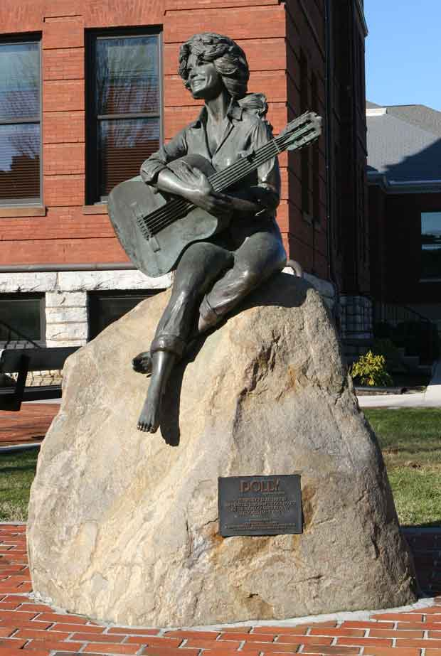 Dolly Parton Statue in Sevierville