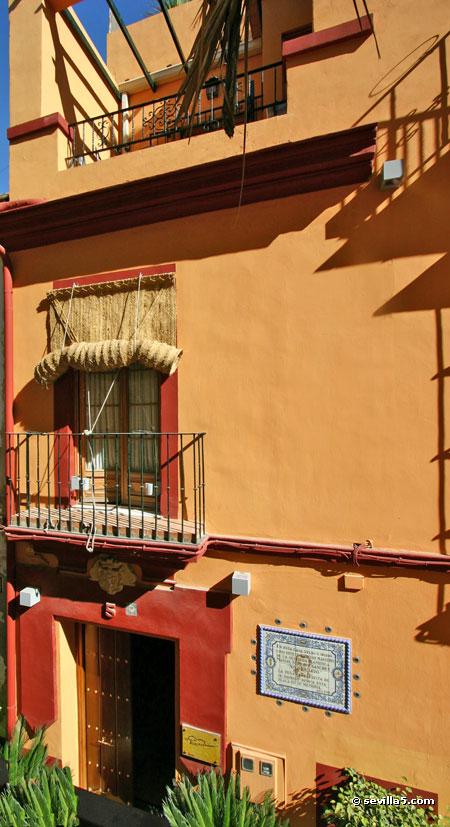 Hotel La Casa del Maestro 1 star hotel in center of Seville