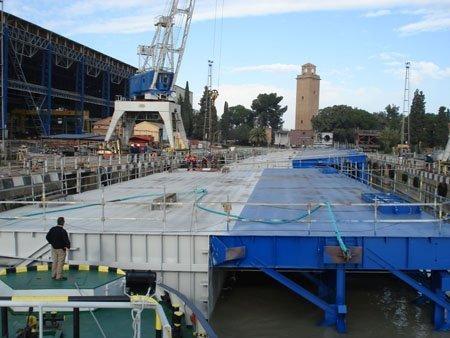 Nuevas puertas de la esclusa del Puerto de Sevilla