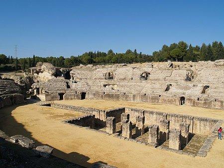 La Consejería de Cultura ha asumido el compromiso de mantener siempre el recinto en condiciones adecuadas para que el Festival regrese a Itálica
