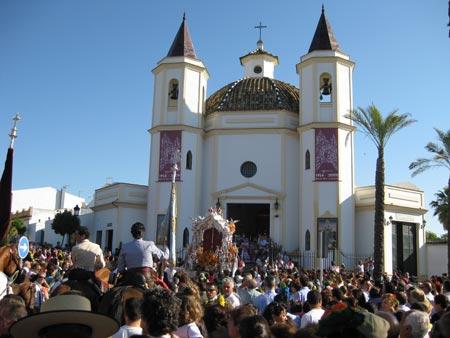 Olivares se echó a la calle para despedir a su hermandad que cumple 75 años