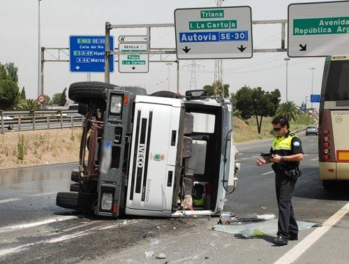 foto-vuelco-camion-1