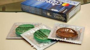 Existen multitud de tipos de condones según sus formas, colores y sabores.