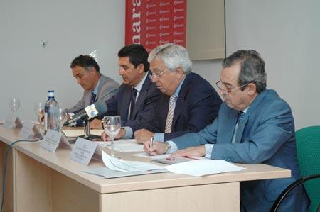 El convenio lo han suscrito los diversos regidores de Los Palacios, El Coronil, Utrera, El Cuervo, Los Morales y Lebrija junto con el presidente de la Cámara de Comercio, Francisco Herrero