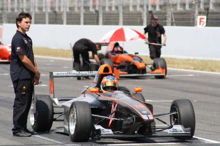Manu Bejarano en uno de sus monoplazas de la Fórmula Futuro
