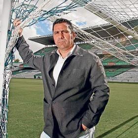 El director deportivo Momparlet protagonizó la jornada verdiblanca con sus declaraciones