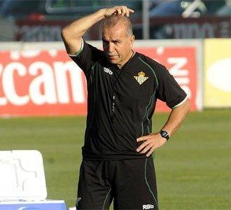 Antonio Tapia contaba sólo con nueve jugadores para el partido de mañana