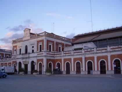 La antigua estación de San Bernardo acoge actualmente el Mercado de Puerta de la Carne