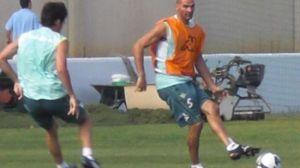 Rivas en un entrenamiento del primer equipo/Fiebrebetica.com