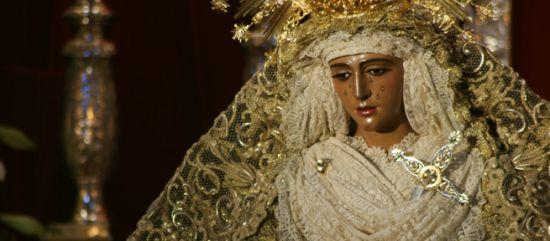 La Esperanza de Triana y el Stmo. Cristo de las Tres Caídas sintieron el calor de su barrio de regreso a su sede canónica / J.J. Comas