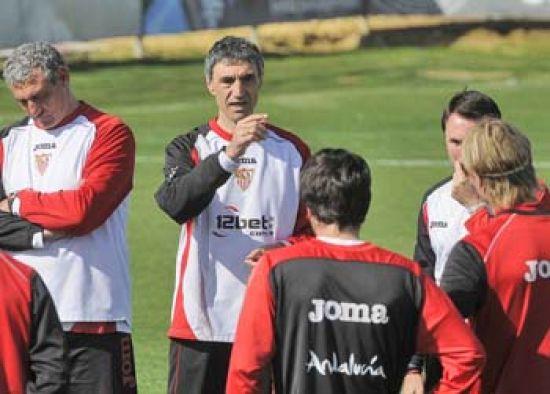 Antonio Álvarez prepara los últimos detalles para el partido de mañana en Málaga/SevillaFC