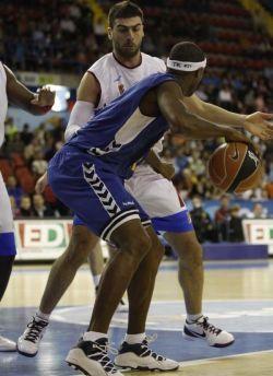 En el partido en San Pablo, en la primera vuelta liguera, el Cajasol ganó al Xacobeo Blu:Sens por 81-72.