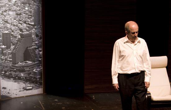 Un monólogo, pero muchas interpretaciones las que realiza Francisco Vidal en 'Vía Dolorosa'/Alejandro Espadero