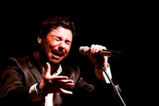 El joven cantaor catalán Miguel Poveda ha recibido el título de Hijo Adoptivo de Sevilla