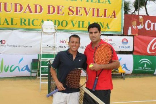 César Ferrer (de azul) junto a Pablo Baena, su víctima en cuartos de final/SA