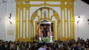 San Benito rebasó las puertas de la Parroquia pasadas la una de la madrugada / Juan C. Romero