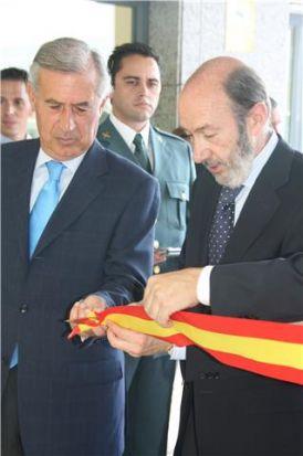 Rubalcaba inaugurando el nuevo cuartel