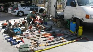 Los detenidos habían robado ordenadores, herramientas y maquinaria de un vivero por valor de 12.000 euros