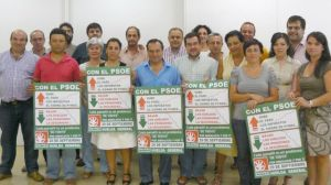 Lola Aquino, candidata andalucista en Alcalá, junto al secretario provincial José Antonio Sánchez y varios candidatos andalucistas en la provincia