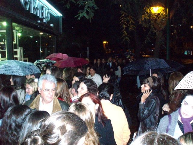 Más de cien personas se quedaron fuera del concierto de Pablo Alborán/Paco Cordero