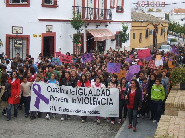 300 personas han dicho No al maltrato en Salteras