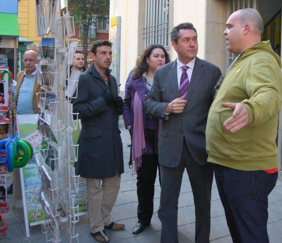 Juan Espadas en un visita a la calle San Jacinto/SA