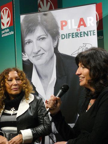 La cineasta Pilar Távora con la candidata andalucista a la Alcaldía, Pilar González/PA