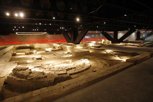 El anticuarium se ubica bajo el nuevo mercado de la Encarnación y el Metropol Parasol/SA
